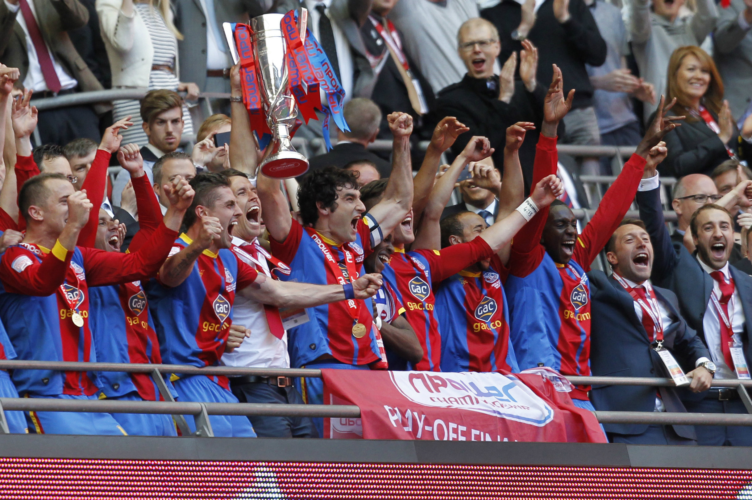 Mile Jedinak lifts the trophy after Palace's Playoff Final win in 2013.