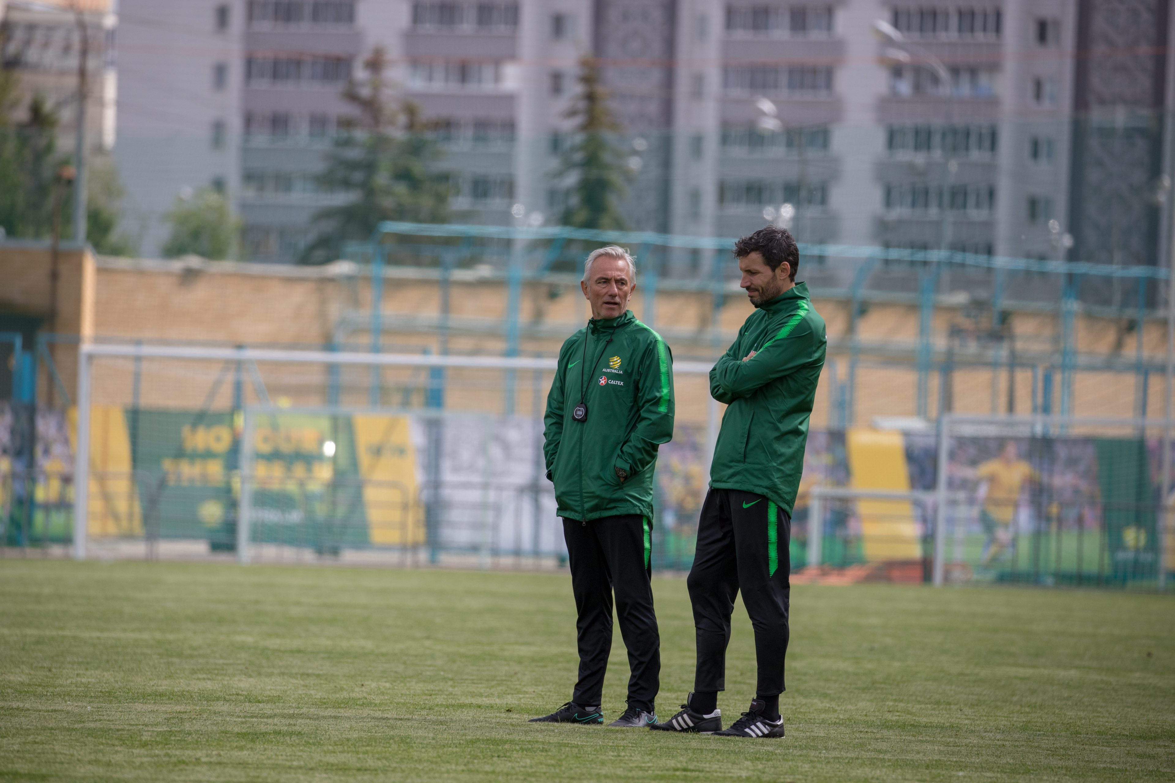 Bert van Marwijk and Mark van Bommel watch on