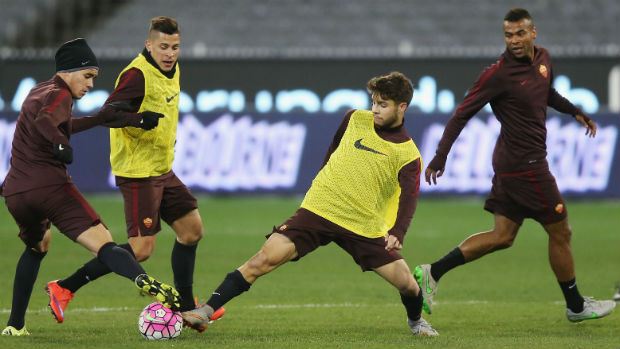 Daniel De Silva trains with his AS Roma teammates on the MCG.