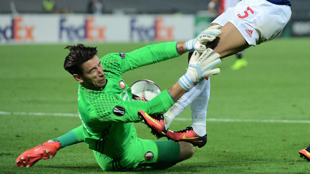 Keeper Brad Jones remains on track for an Eredivisie championship medal after a big win this morning (AEST).