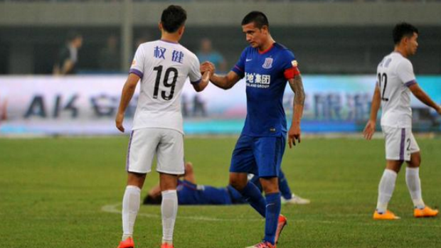Tim Cahill shakes hands with the opposition at full-time in the Chinese Super League.