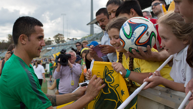 Tim Cahill signs autographs with fans in Canberra ahead of November's international against Kyrgyzstan.