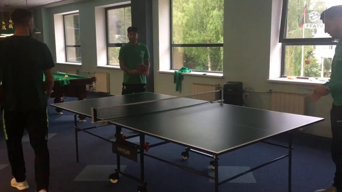 Inside Access: Socceroos play table tennis