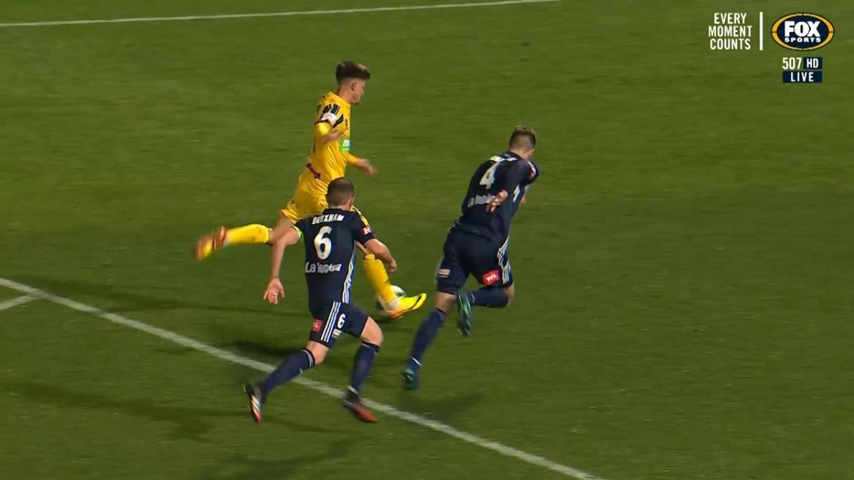 Young Socceroo Dylan Ruiz-Diaz  draws Mariners level v Victory with first Hyundai A-League goal