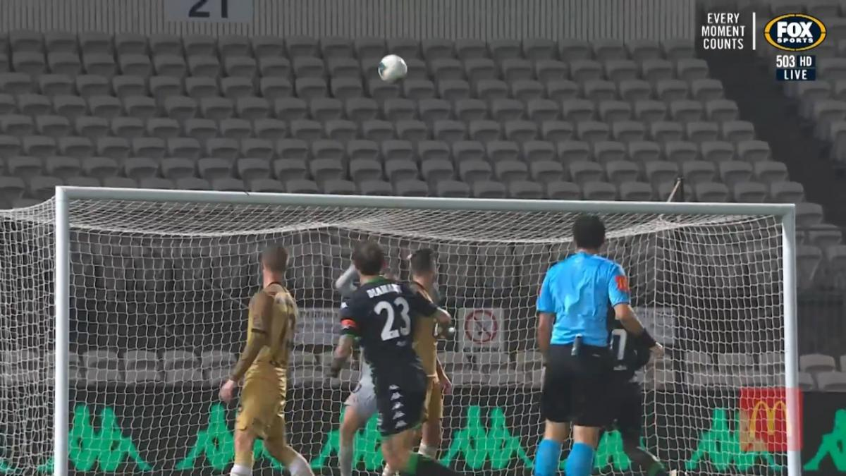 Highlights: Socceroos Mitch Duke and Josh Risdon star in eight-goal Hyundai A-League thriller