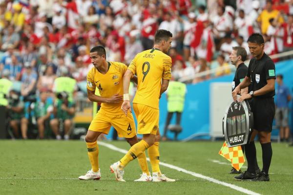 World reacts to Cahill's landmark achievement