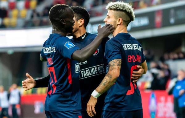 Awer Mabil celebrates with FC Midtjylland teammates