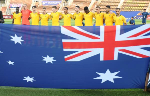 Australia's starting XI sing the anthem ahead of the Iraq clash