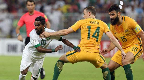 Brad Smith tries to block the passage of Saudi Arabia's Saudi's Nawaf Alabid in Jeddah.