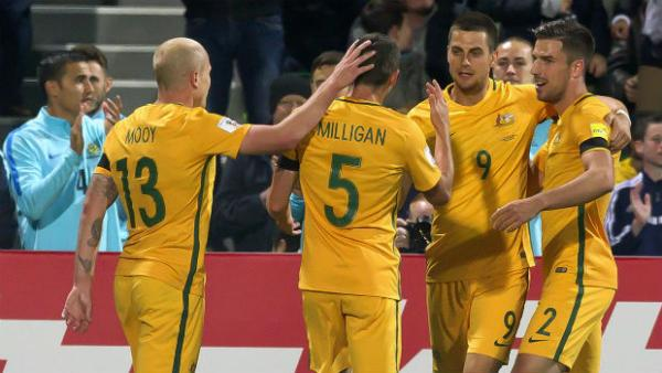 Six Caltex Socceroos pass on their advice to youngsters who are keen to pursue a career as a footballer.