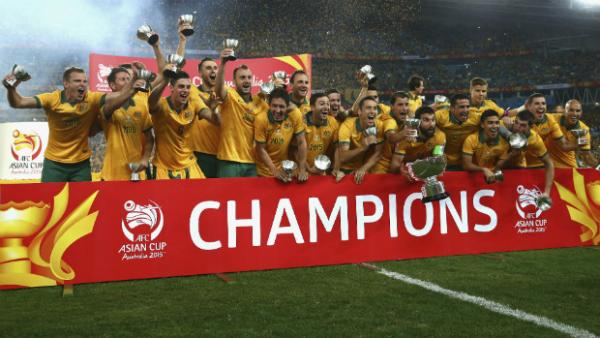 The Socceroos celebrate winning the 2015 AFC Asian Cup at Stadium Australia.