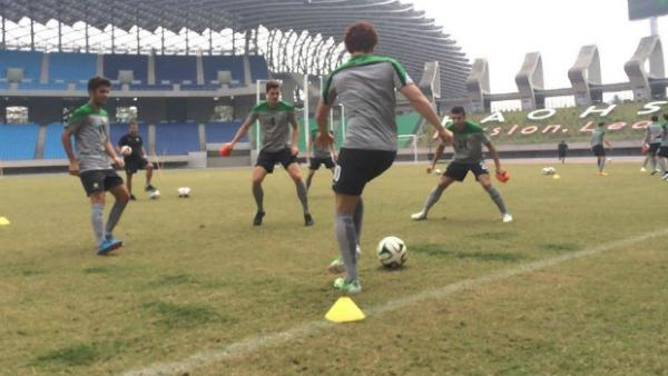 The Olyroos on the training ground in Chinese Taipei.