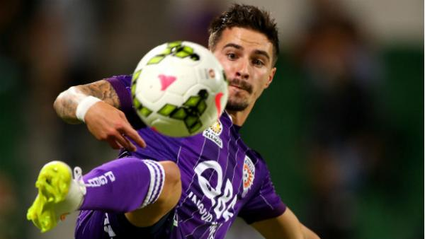 Jamie Maclaren in action for Perth Glory.