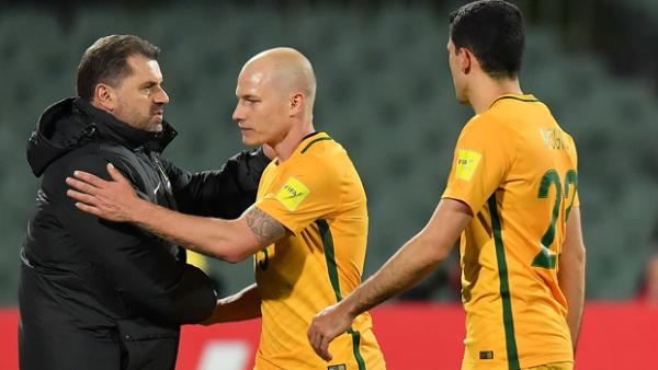 Ange Postecoglou acknowledges Aaron Mooy after Australia's win over Saudi Arabia.