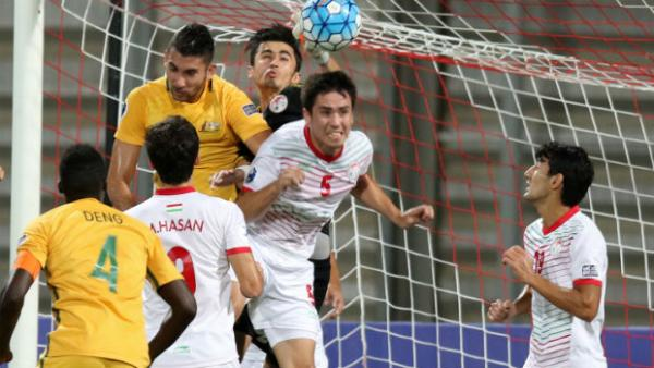 Australia attack Tajikistan's goal at the AFC U-19 Championship on Friday night. Images courtesy AFC