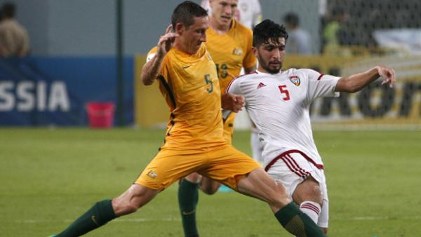 Mark Milligan fights for the ball during Australia's 1-0 win over the UAE.