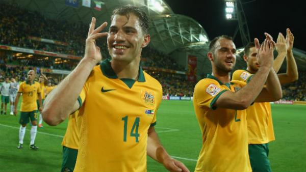 James Troisi acknowledges the Melbourne crowd with Socceroos teammates at full-time.