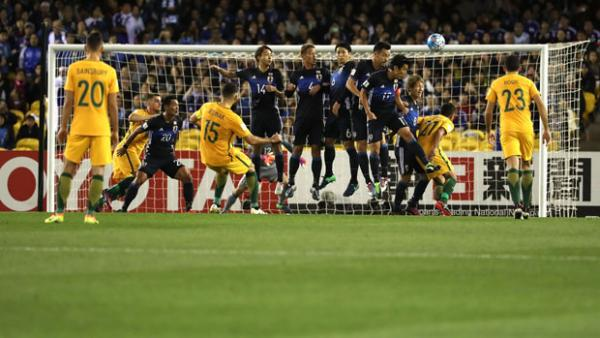 Mile Jedinak fires a free kick on target during the Caltex Socceroos' 1-1 draw with Japan.