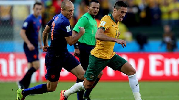 Davidson takes on Arjen Robben during Australia's clash with the Netherlands.