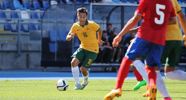 Jonny Vakirtzis runs at Costa Rican defenders